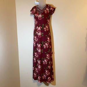 Gorgeous maxi dress. Crisscross neckline and split